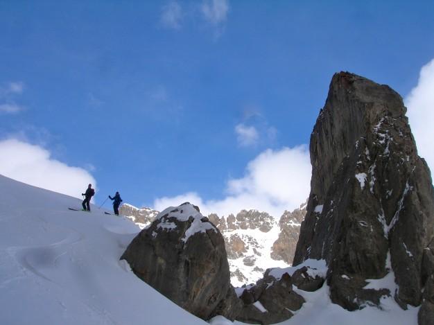 Ski de randonnée à Roche Robert, vallée de la Guisane, massif des Cerces, avec les guides de Serre Chevalier.