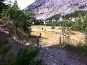 Passage au village de Plampinet à VTT
