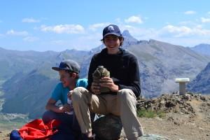 Arrêt détente au sommet du Chenaillet à 2650 m