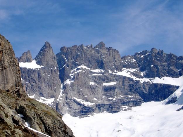 La face sud de la Meije vue depuis la descente de la Tête du Replat à ski de randonnée. Tour de la Meije à ski, Oisans, Massif des Ecrins.