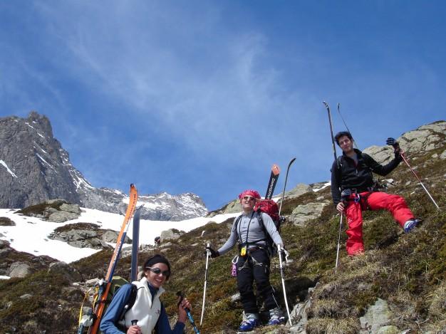 La fin de la descente de la Tête du Replat sur le Refuge du Chatelleret, lors du Tour de la Meije à ski de randonnée.