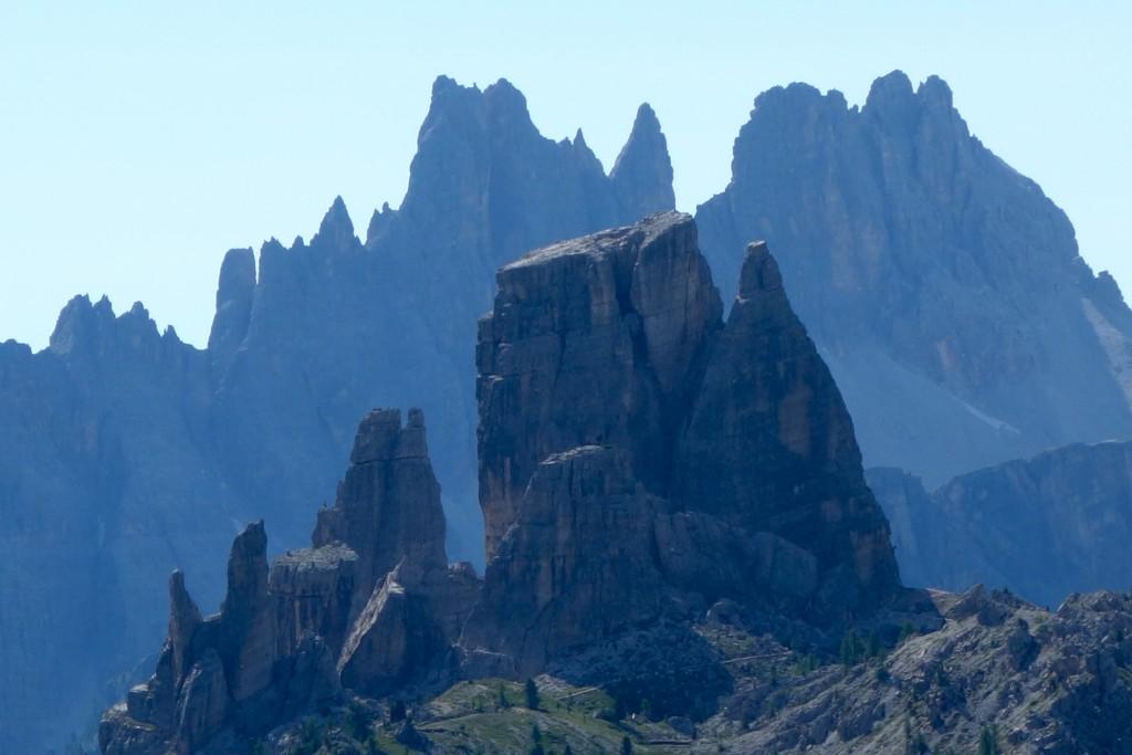 Au premier plan les Cinque Torri et au second la Croda da Lago. Dolomiti Ampezzane.