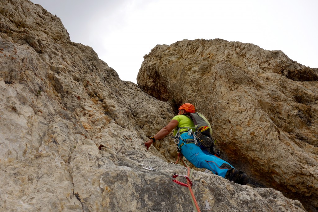 Dernière longueur de la voie Dibona à la Torre Grande di Falzarego, Dolomiti Ampezzane.