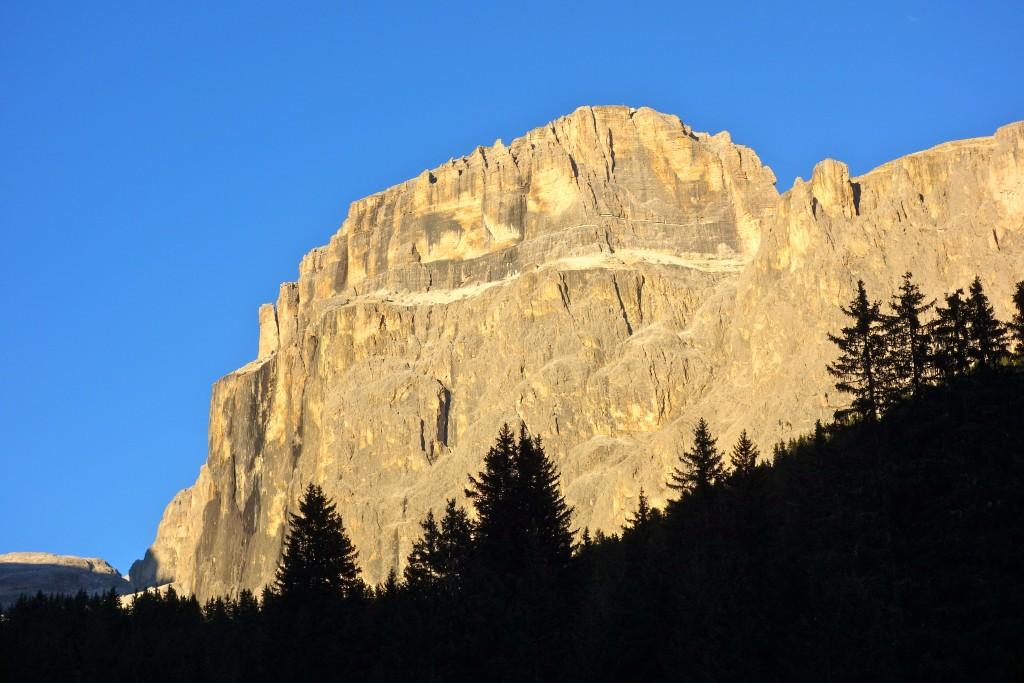 La face ouest du Sass pordoi, Val di Fassa, Dolomites.