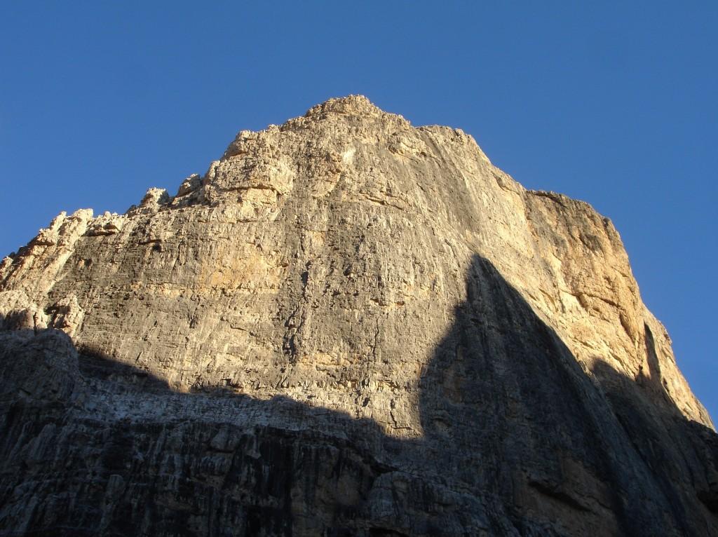 Face sud de la Cima d'Ambiez. Dolomites de Brenta.