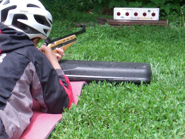 Dés 8 à 10 ans il est possible de s'exercer au tir laser jusqu'à 10 mètres