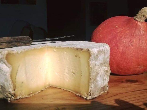 La ferme de Pralong à Puy saint Pierre mérite le détour. Il faut venir découvrir un bel élevage de vaches laitières et déguster les gouteux fromages