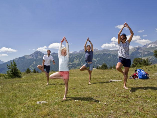 Posture Vrikshasana en Yoga dans les Alpage